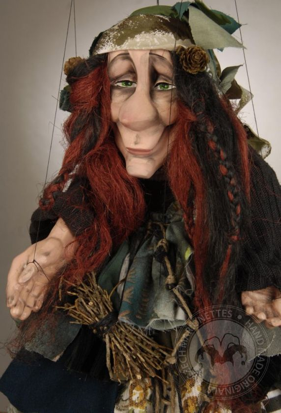foto: Green kind witch marionette