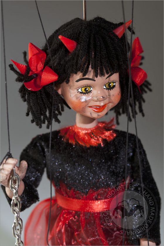 foto: She is Devil Marionette