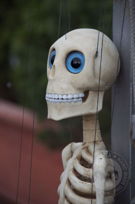 foto: Bonnie - Professional Dancing Skeleton Marionette
