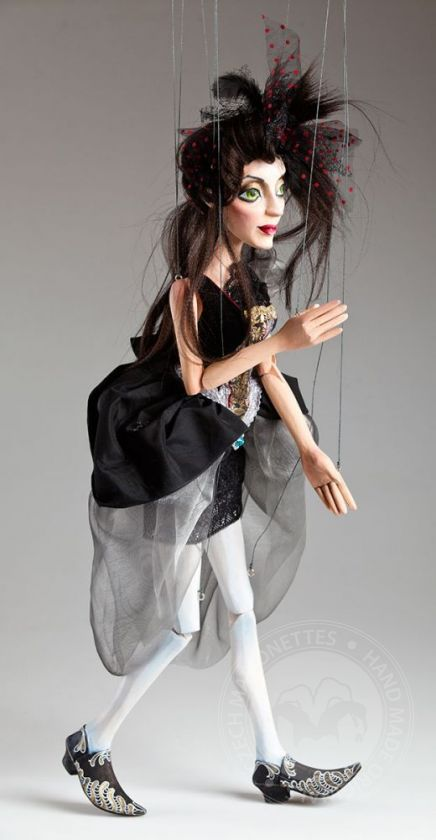 foto: Concubine Ruby handcarved Marionette