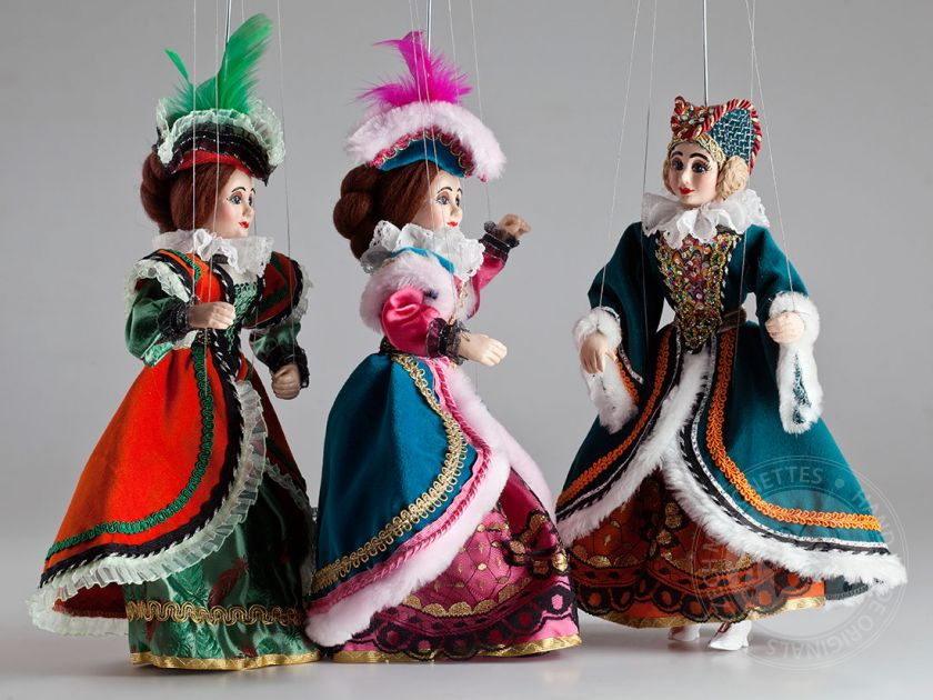 foto: Three Charming Ladies Marionettes