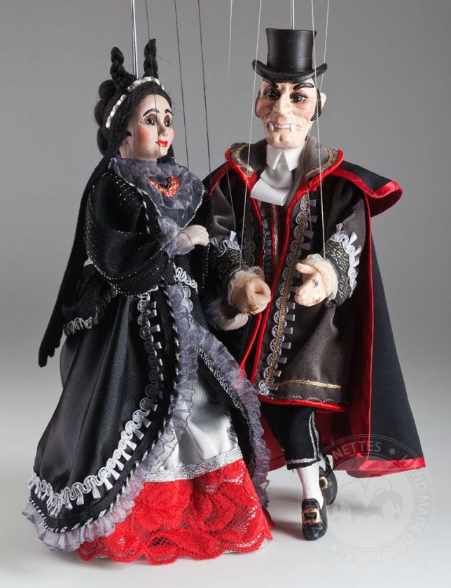 foto: Mr. and Mrs. Dracula Marionettes