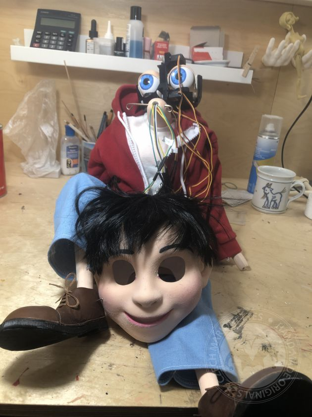 Coco – marionette with robotic features