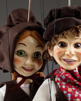 Wonderful marionette couple: Dorothy and Pepa in love